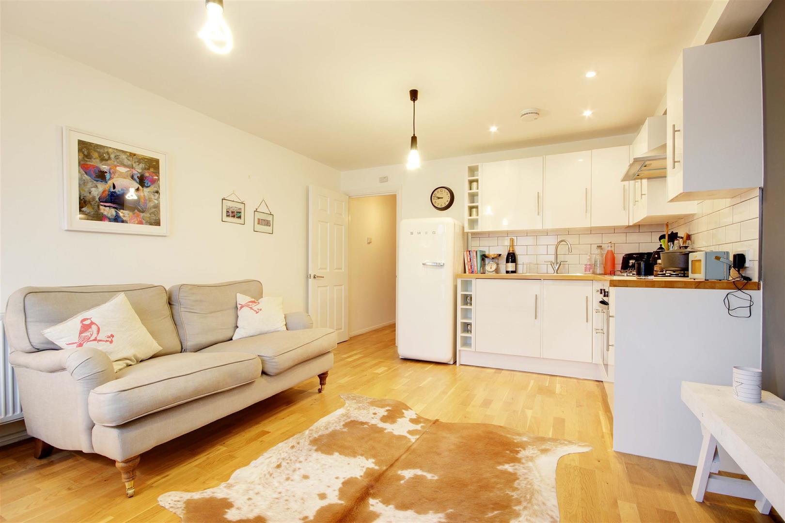 1 Bedroom Flat for sale in Stoke Newington High Street, London